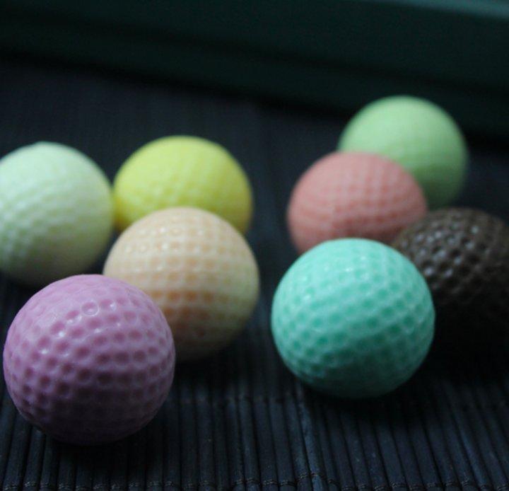 纯手工制作的巧克力礼盒,高尔夫球造型十分可爱,精致于内,细致于外